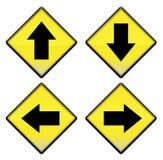 Groupe de quatre signes de route jaunes avec des flèches Photo stock