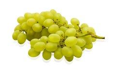 Groupe de raisins verts mûrs et juteux en gros plan sur un fond blanc images stock