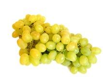 Groupe de raisins verts sur le blanc. Images stock