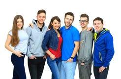 Groupe de rester de sourire d'amis Photographie stock libre de droits