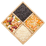 Groupe de riz, de haricots et de lentilles d'isolement sur le fond blanc Photographie stock