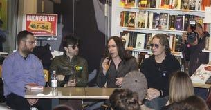 Groupe de rock d'Afterhours avec des fans Image libre de droits
