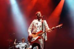 Groupe de rock indépendant de nouvel éloge de klaxons de concert au festival de BOBARD Images stock