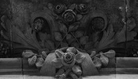 Groupe de roses au-dessous du balcon principal Photos libres de droits
