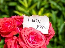 Groupe de roses et de lettre d'amour Photographie stock libre de droits