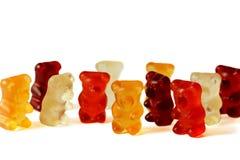Groupe de rouge, orange et ours de Bourgogne Gummi d'isolement sur le blanc photo libre de droits