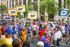 Groupe de San Francisco Pride Parade ACLU avec des signes Photos stock