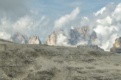 Groupe de Sassolungo en dolomites italiennes image libre de droits