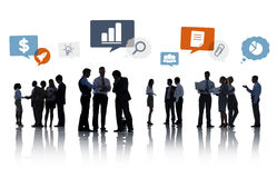 Groupe de silhouette de gens d'affaires avec des bulles de la parole Photographie stock
