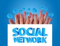 Groupe de smiley de doigt avec le réseau social s Image libre de droits