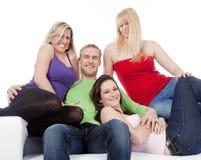 Groupe de sourire de quatre amis Photo stock