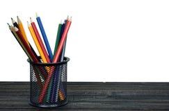 Groupe de stylos sur la table Photographie stock libre de droits