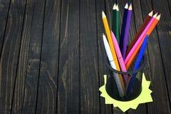 Groupe de stylos sur la table Image stock