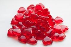 groupe de sucrerie en petite sucrerie rouge en forme de coeur sur le fond blanc, Photo stock