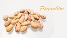 Groupe de tas de pistaches sur le fond blanc Photos libres de droits