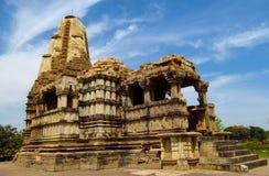 Groupe de temple de Khajuraho de monuments dans l'Inde avec les sculptures érotiques sur le mur photos stock