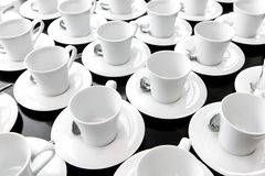Groupe de thé ou de café blanc en céramique de portion de tasse Photos stock