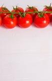 Groupe de tomates organiques fraîches d'isolement sur le fond blanc Photos stock
