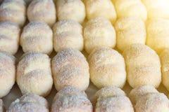 Groupe de tortelli de carnaval bourré de la crème anglaise Photos stock