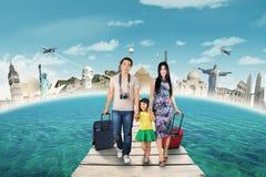 Groupe de touriste voyageant au monument du monde photo stock