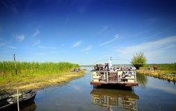 Groupe de touristes dans le delta de Danube Photo stock
