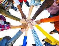 Groupe de travail d'équipe multi-ethnique divers de personnes Images libres de droits