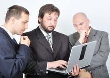 Groupe de trois jeunes hommes d'affaires Photo stock