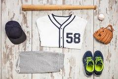 Groupe de vêtements de sport et d'équipement de base-ball Image stock