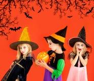 Groupe de Veille de la toussaint de costumes de filles d'enfants Images stock
