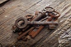 Groupe de vieilles clés rouillées Photographie stock libre de droits