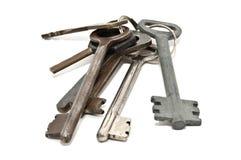 Groupe de vieilles clés rouillées, d'isolement sur le blanc Images stock