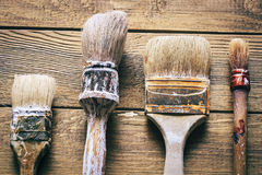 Groupe de vieux outils de vintage d'oxyde Pinceaux images stock