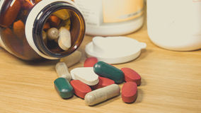 Groupe de vitamine, vitamine, drogue, multivitamin, chapeau de fines herbes de supplément images stock