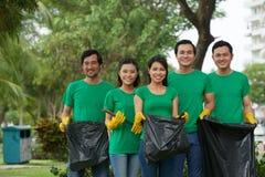 Groupe de volontaires environnementaux photos libres de droits