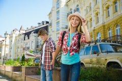 Groupe de voyage d'enfants en Europe Concept de tourisme et de vacances Photographie stock