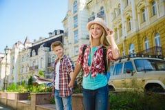 Groupe de voyage d'enfants en Europe Concept de tourisme et de vacances Image stock