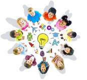 Groupe des enfants et du concept d'inspiration Image stock