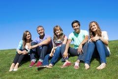 Groupe des jeunes attirants Photo libre de droits