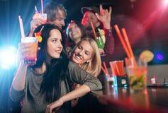 Groupe des jeunes ayant la célébration de partie Image libre de droits
