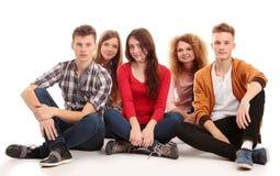Groupe des jeunes heureux Image libre de droits