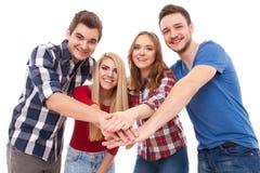 Groupe des jeunes heureux Images stock