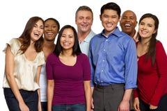 Groupe divers d'amis parlant et riant Images libres de droits