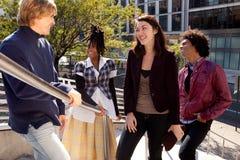 Groupe divers d'amis riant ensemble Photographie stock libre de droits