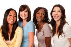 Groupe divers de femmes parlant et riant Images stock
