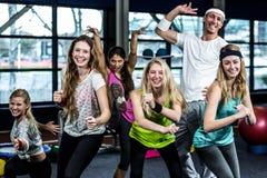 Groupe drôle de danseur posant ensemble Photos stock
