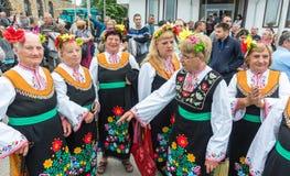 Groupe féminin de folklore dans le village de Bulgari aux jeux de Nestenkar, Bulgarie Images stock