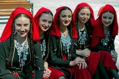 Groupe géorgien de filles dans le costume folklorique Photographie stock libre de droits