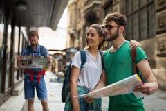 Groupe heureux d'étudiants sur l'aventure Photographie stock