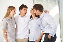 Groupe heureux d'affaires dans le bureau Photo libre de droits