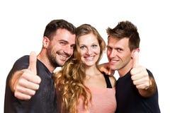 Groupe heureux d'amis d'isolement au-dessus du blanc Photo libre de droits